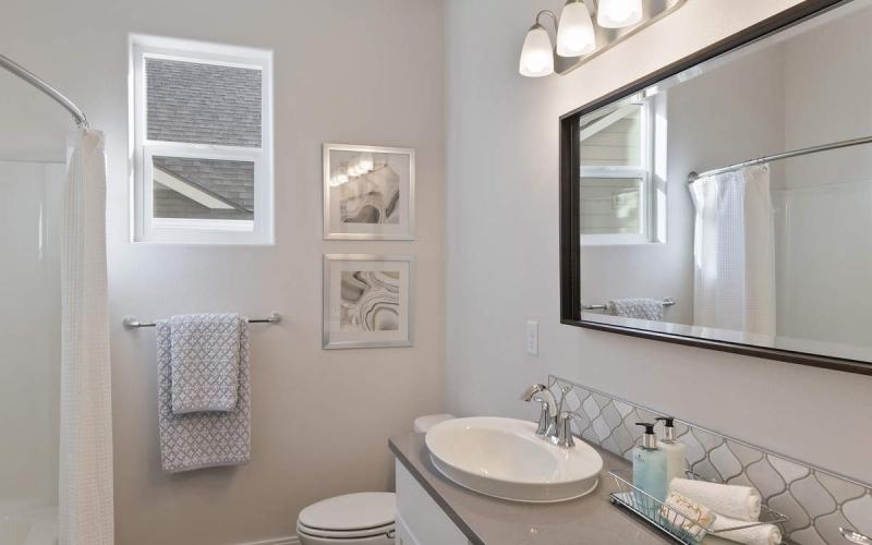 013_Guest_Bathroom