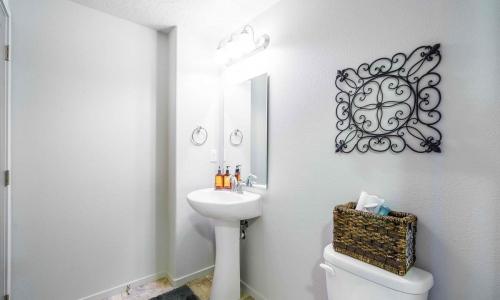 016_Downstairs_Bathroom