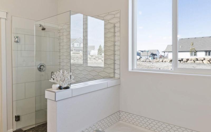 024_Master_Bathroom