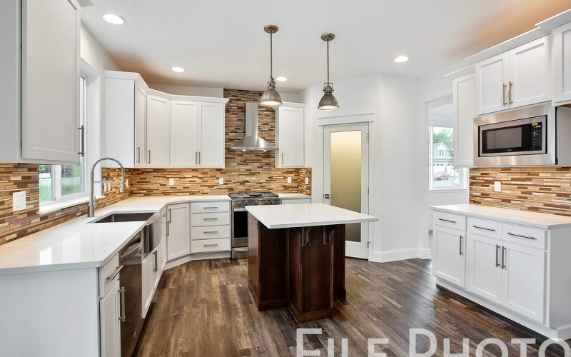 11352_Emerald_Dr_008_Kitchen_66aKfIp