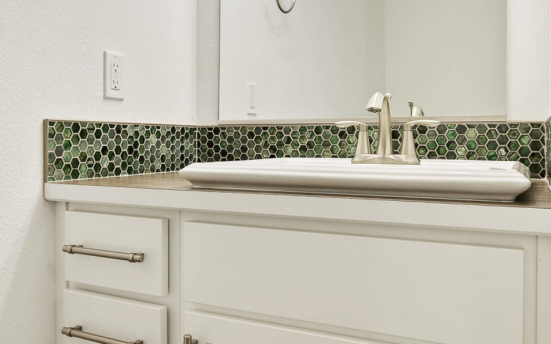 11352_Emerald_Dr_016_Half_Bathroom