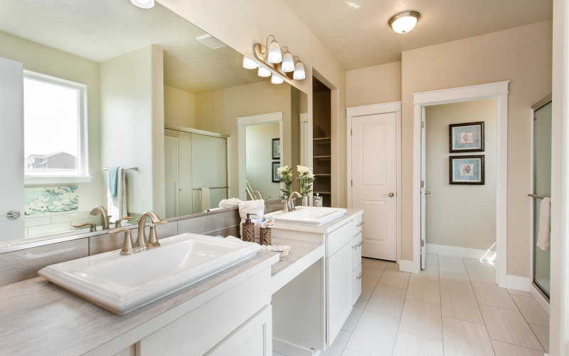 2104_Coulee_Vista_Dr_8.21.18_29_Master_Bathroom