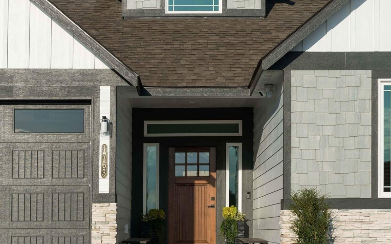 2_Front_Exterior_Entry