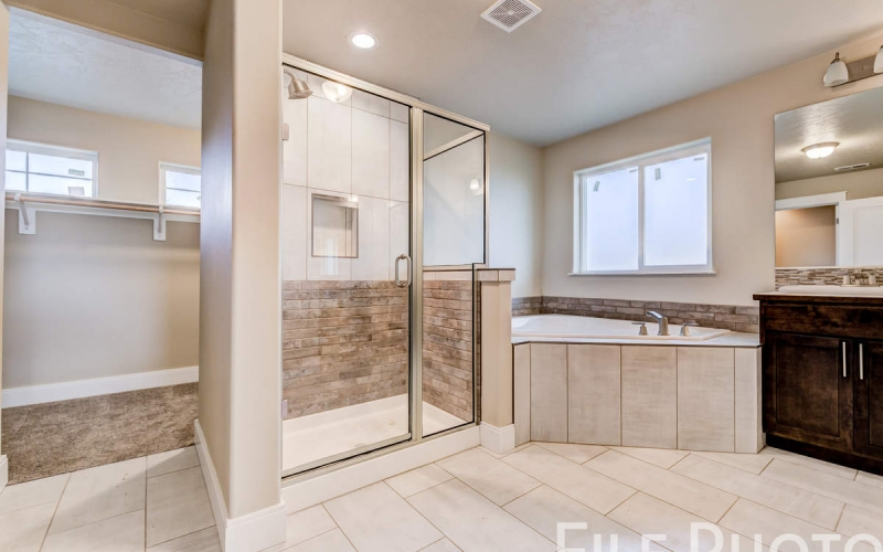 3517_S_Lincoln_St_Kennewick-45_Master_Bathroom
