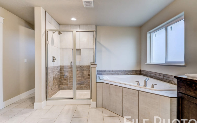 3517_S_Lincoln_St_Kennewick-47_Master_Bathroom_copy