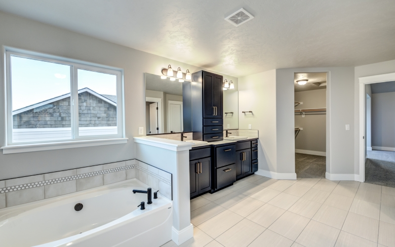 4601_Santa_Cruz_Ln_Pasco-52_Master_Bathroom