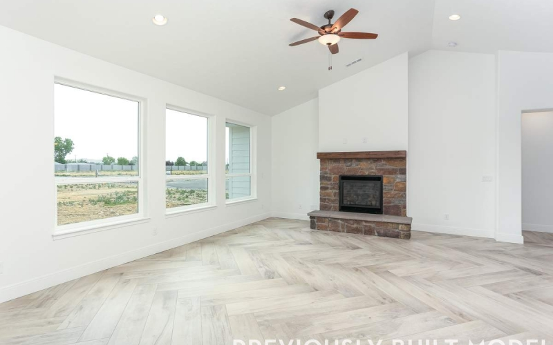 5816_W_Ruby_St_6.30.20-8_Family_Room