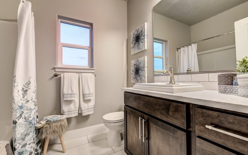 5901_Grandin_Lane_Pasco-29_Guest_Bathroom