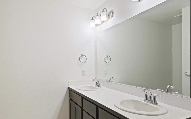 MT130110_013_Master_Bathroom