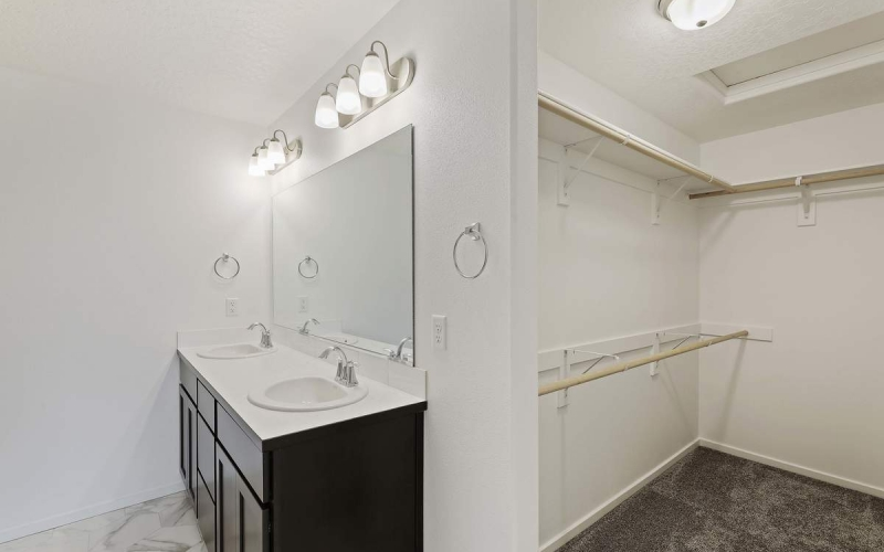 MT130110_015_Master_BathroomWalkin_in_Closet