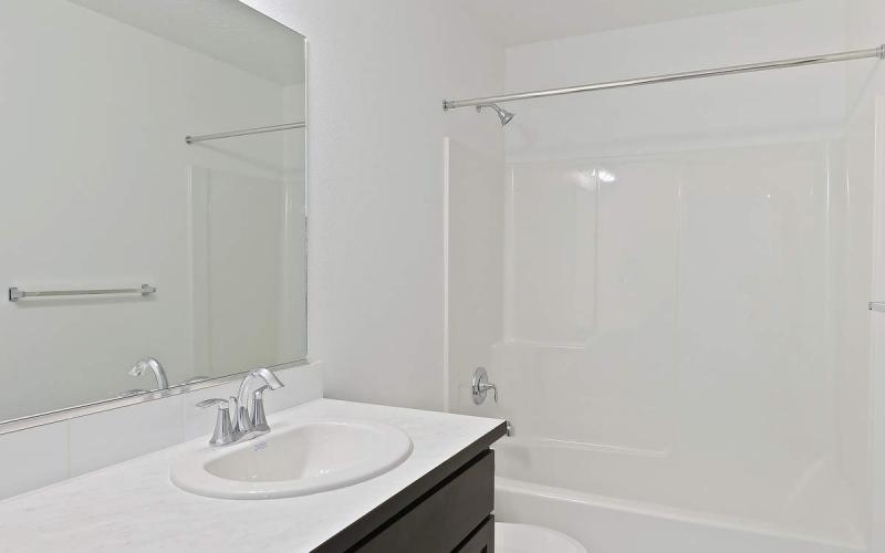 MT130110_019_Bathroom