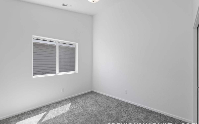MT130110_020_Bedroom