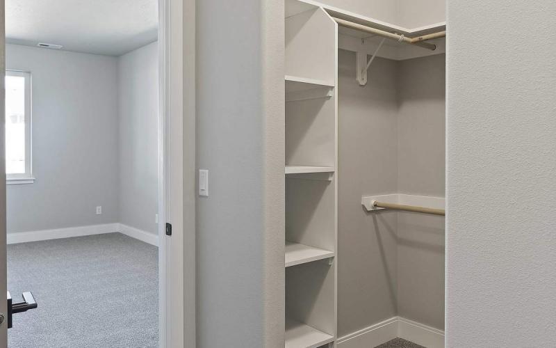 TB040207_012_Walkin_closet